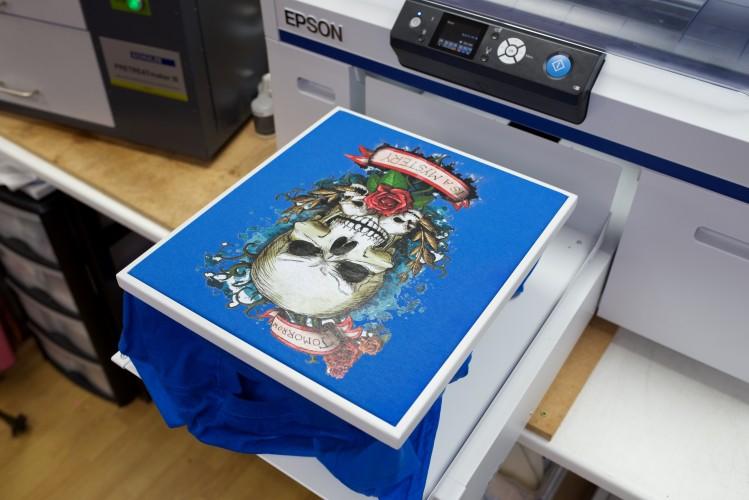 Sout East Workwear accélère avec l'imprimante Surecolor SC-F2000