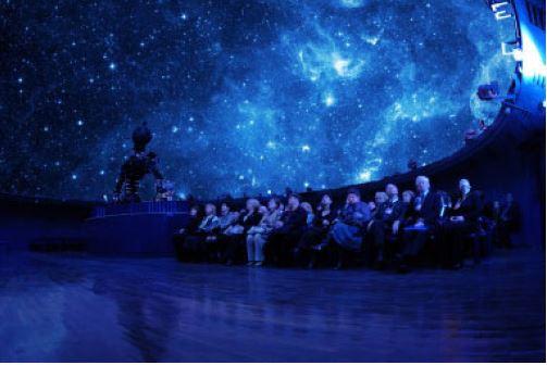O planetário de São Petersburgo utiliza projetores Epson EB-L400U