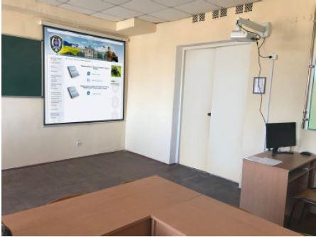 Histórias de sucesso com projetores Epson na Academia Militar de Odessa