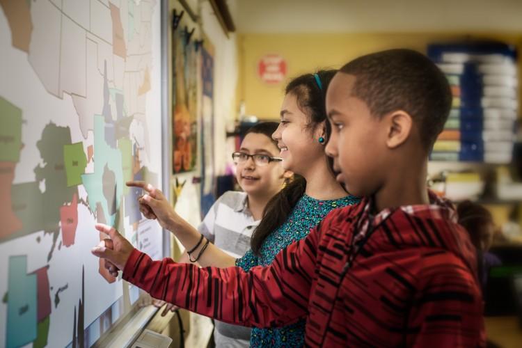 Thema: Bildgröße bei Projektoren - Schwerpunkt Bildungseinrichtung
