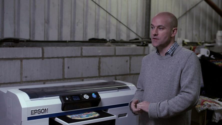 Das Unternehmen T-Shirt&Sons nutzt Drucktechnologie von Epson