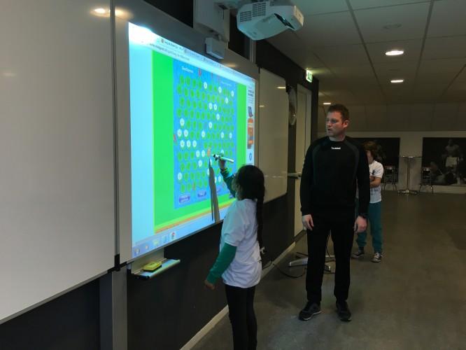 """""""De combinatie van interactieve projector en whiteboard is ideaal"""""""