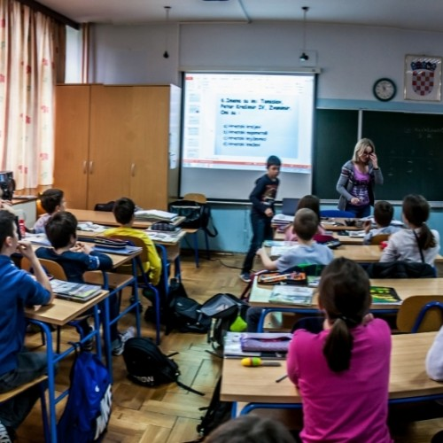 Projectors for better-quality school lessons