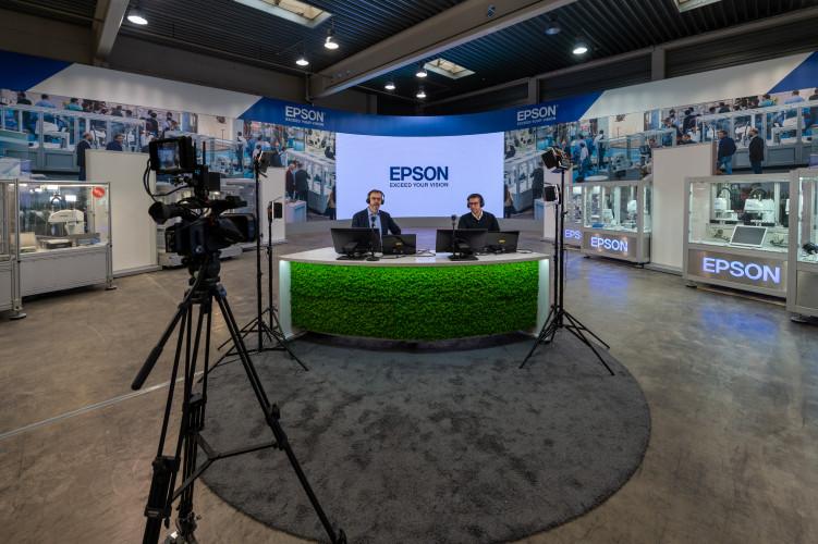 Ganz nah dran - Epson eröffnet Hybrid-Messestand
