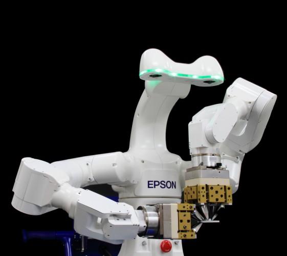 Intelligente Fertigungsmethoden mit beiden Roboterhänden greifen