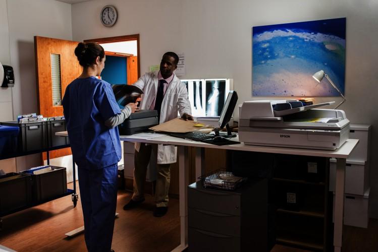 Les professionnels de santé pensent que les technologies apporteront des avancées significatives à la profession mais que des obstacles existent encore