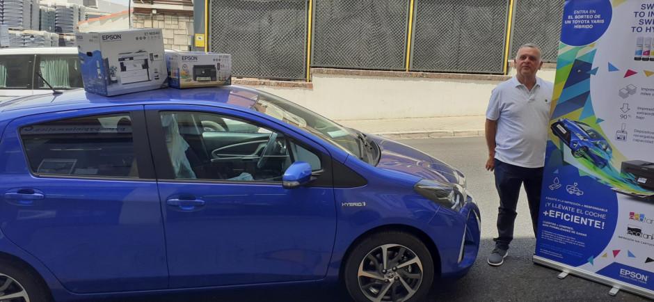 """Epson entrega un coche híbrido al ganador del sorteo """"Gana un coche híbrido con Epson EcoTank"""""""