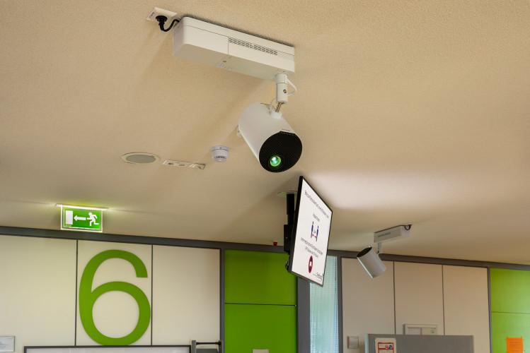 Flexible Besuchersteuerung mit Epson LightScene Projektoren