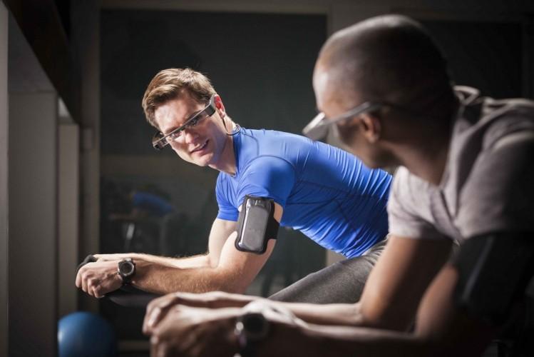 Premiere für ein Leichtgewicht: Epson präsentiert OLED-Smart Glasses Moverio BT-300