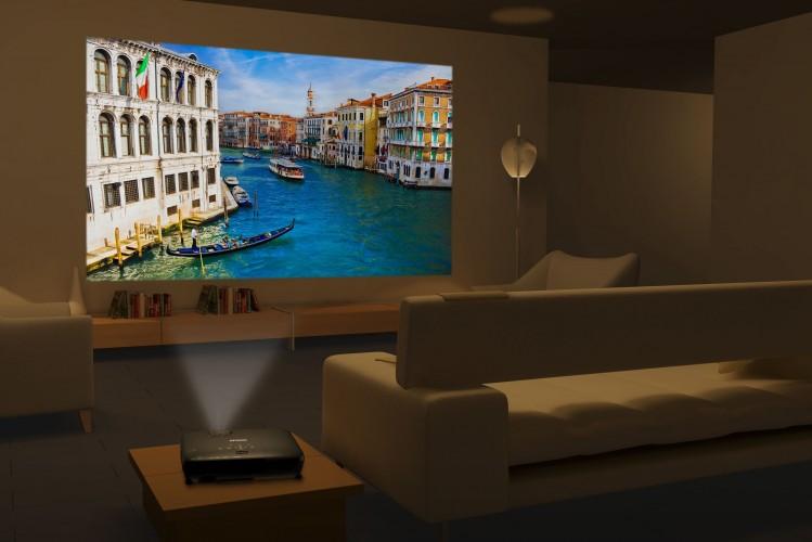 Epson esittelee pelaajille suunnatut kannettavat 3D-projektorit
