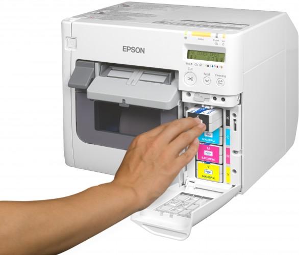 Bespaar kosten door zelf etiketten in kleur af te drukken