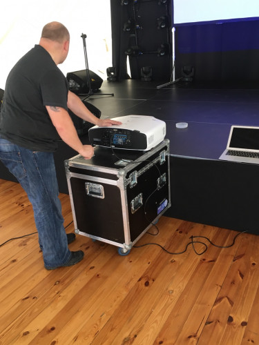 September Events chooses the EB-G7400 projector