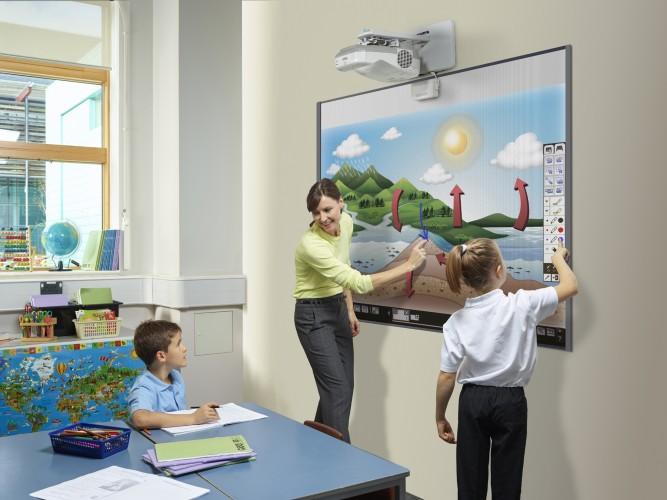 Epson und SMART kooperieren bei Lernlösungen