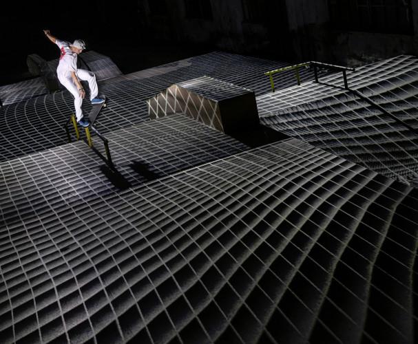 Nevšední spojení umění a skateboardingu v záři projektorů Epson