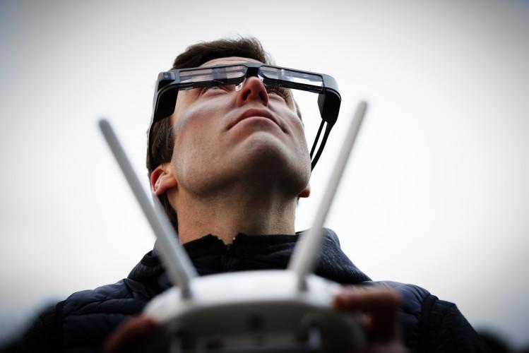 Las nuevas smartglasses Epson Moverio BT-300, las más ligeras del mundo, revolucionan el pilotaje de drones