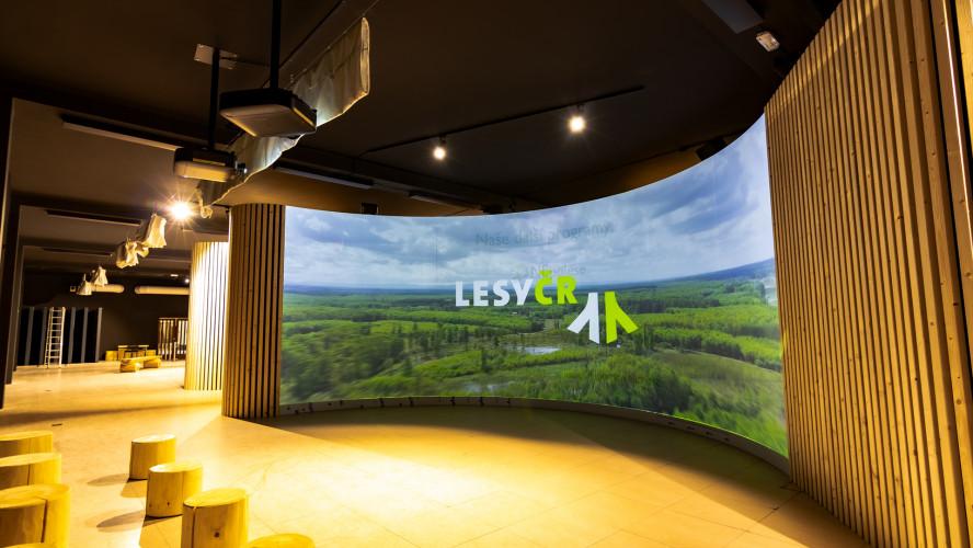 Projektory Epson si poradí i s desetimetrovou zakřivenou plochou