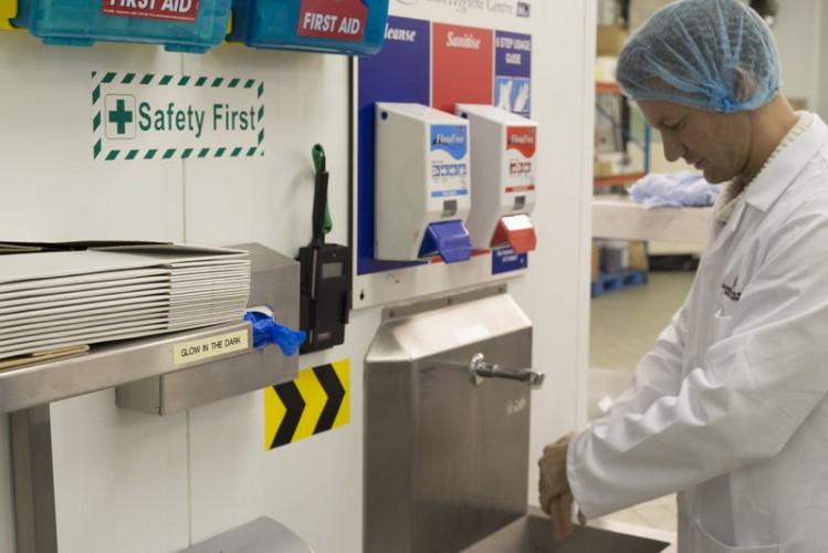 Panneaux d'avertissement pour les usines