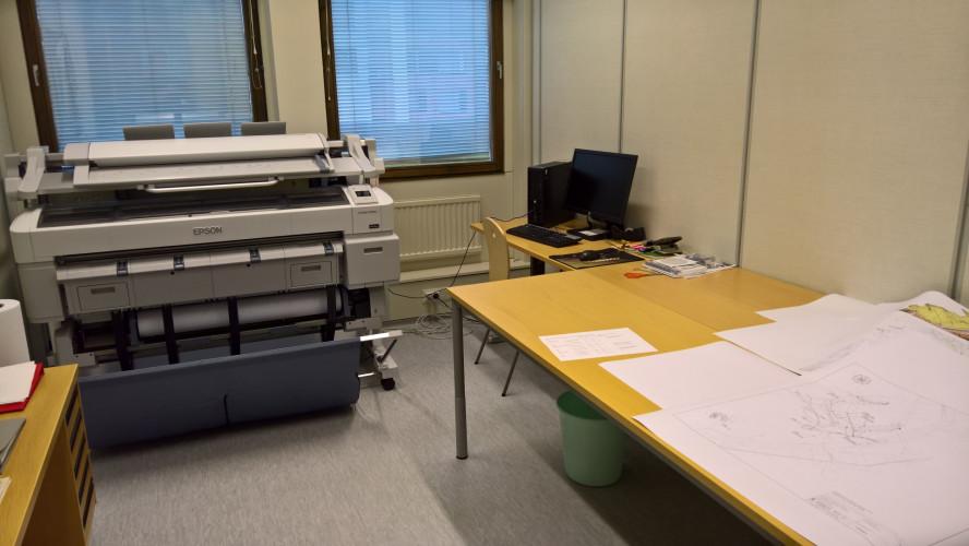 Epson SureColor SC-T7200D suurkokotulostin siivittää koulun valmistumista