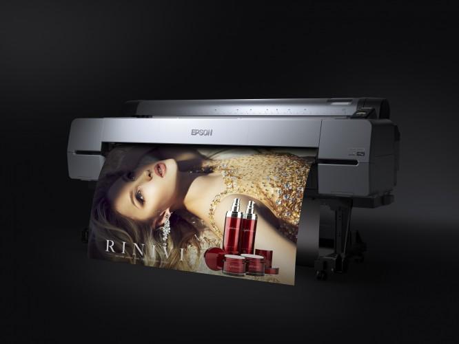 Epson בתערוכת ׳פוטוקינה 2016׳:  הדפסת תמונות איכותיות על נייר, קנווס, פלסטיק,  מתכת, בד וחפצי תלת מימד - תוך שימוש  במדפסות הזרקת הדיו של אפסון  - קלה מתמיד