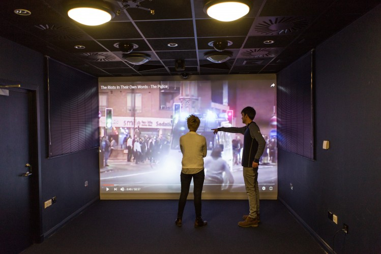 University of St Andrews installs Epson 3LCD laser projector to enhance psychology and neuroscience experiments