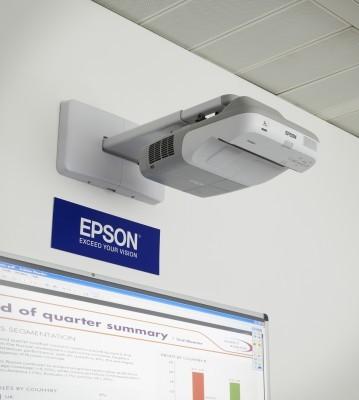 Projektory s ultrakrátkou projekčnou vzdialenosťou pre interaktívnu výučbu