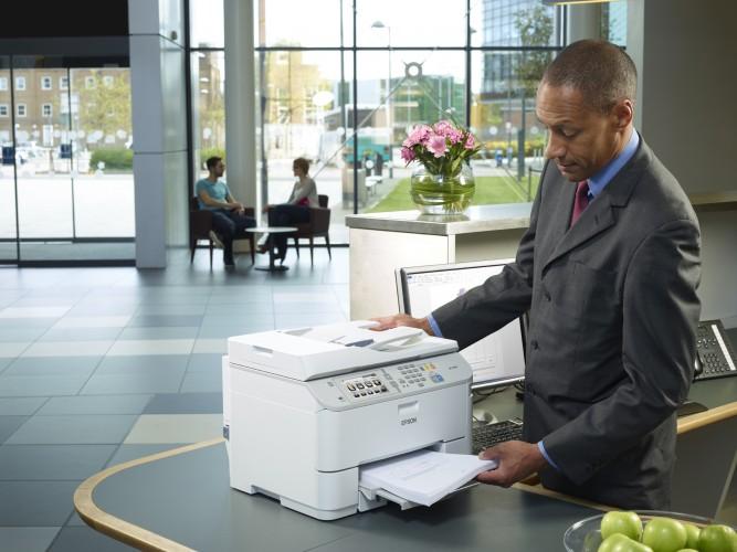Epson-Studie zeigt: Weg zum Drucker kostet Mitarbeiter mehr als zwei Arbeitstage