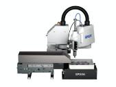 De Epson T6-robot, een bedieningskast voor het optische systeem en het IF-240-invoerapparaat
